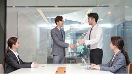 礼仪培训师讲述如何在商务交流中营造良好的第一印象