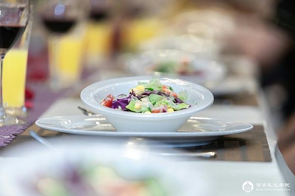 修齐礼仪西餐礼仪培训沙拉的吃法