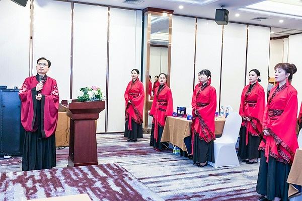 王新老师高级礼仪培训师授课现场拜师仪式