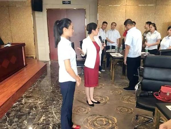 修齐礼仪受邀做服务礼仪培训
