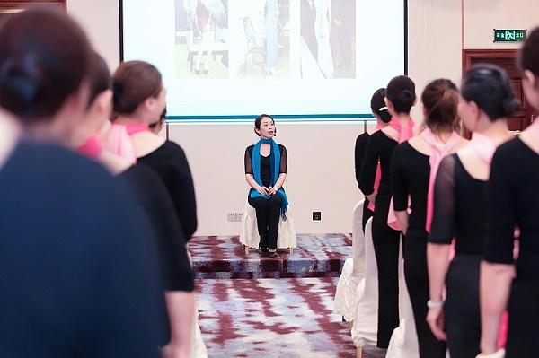 修齐礼仪高级礼仪培训师培训之形体梳理课程照片