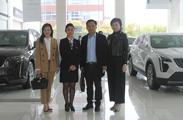 本次汽车行业服务礼仪调研礼仪导师团队与汽车门店负责人合影