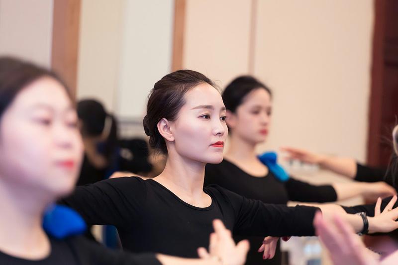 修齐礼仪高级礼仪培训师认证班培训行为美学优雅仪态形体礼仪教学