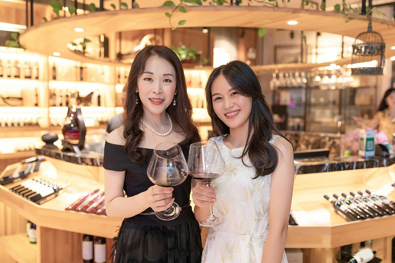 修齐行美女子学堂优雅仪态形体礼仪师红酒晚宴