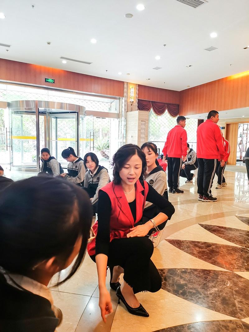 修齐礼仪开办的上海市现代职业技术学校进博会服务礼仪培训班完美落幕