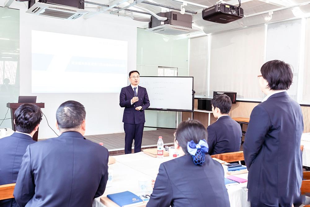 修齐礼仪礼仪培训行业实战专家王新老师为长兴进行政务礼仪培训
