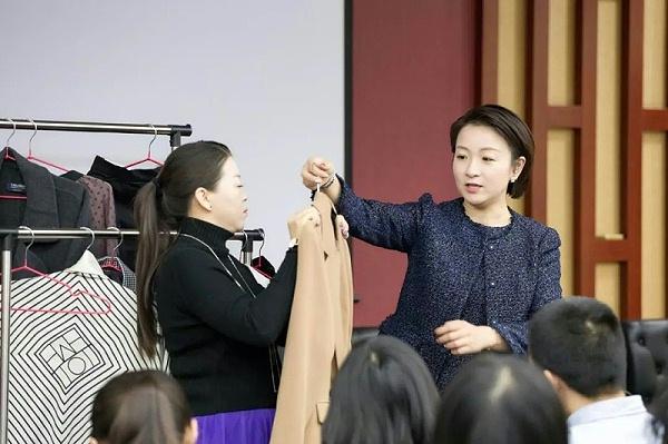 政法大学修齐礼仪教师礼仪素养提升项目培训6