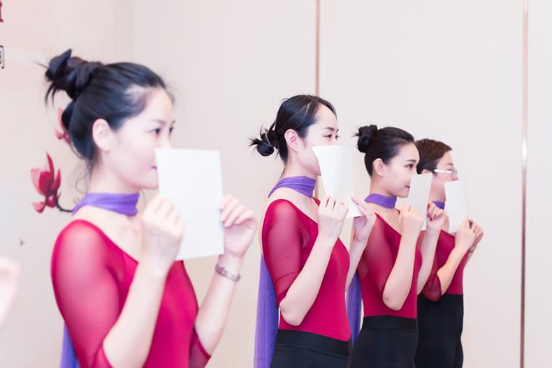 15修齐礼仪行为美学优雅仪态形体礼仪培训班课程精彩.jpg