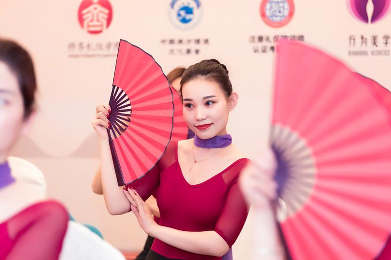 51修齐礼仪行为美学优雅仪态形体礼仪培训班课程精彩.png