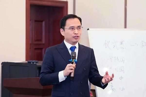 修齐礼仪著名礼仪培训师王新老师授课