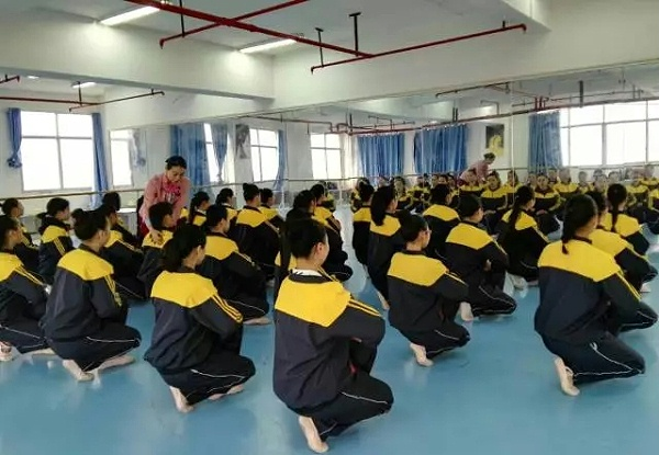 高级礼仪培训师黎平茶叶文化节课堂现场讲授接待礼仪培训