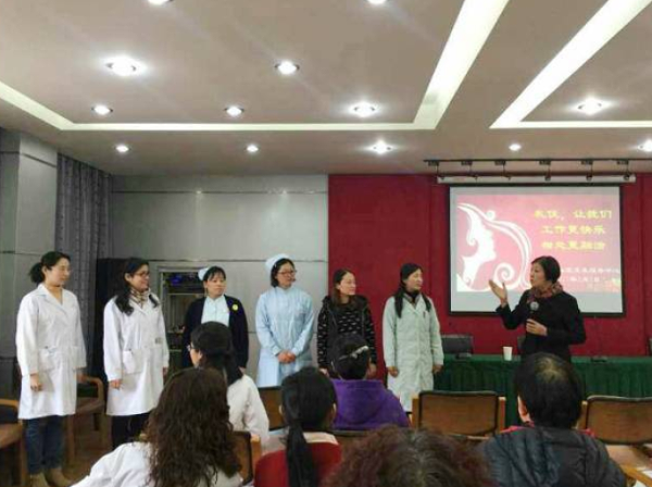 修齐礼仪高级礼仪培训师为卫生院进行医护礼仪培训