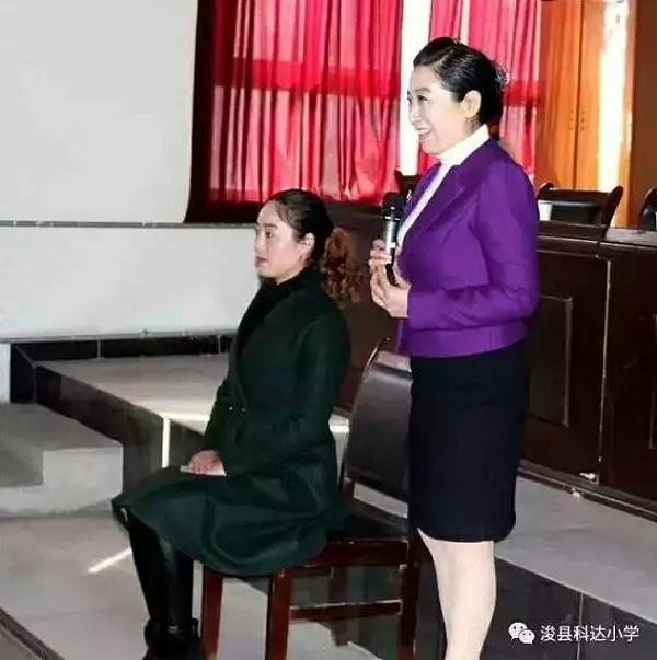修齐礼仪应邀参加河南省科达教育集团的职场礼仪的培训。
